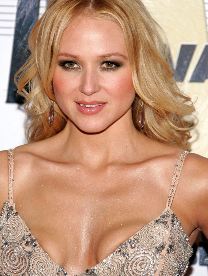 13 Photos Celebrity Breast Implants Gone Wrong Page 4 Of